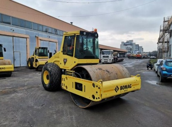 Каток Bomag BW 213 D-4, 13 тонн, аренда — Москва